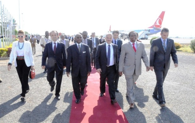The KADCO Board Chairman Ambassador Hassan Kibelloh (third left) and the Ministry of Transport Permanent Secretary John Mngodo(second right) lead a delegation led by the Turkish Airlines President and CEO Dr.Temel Kotl to the function. Photo by Staff Photographer.